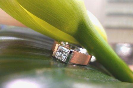 Rivoir Verlobungsring 750er Rot-Weißgold mit Prinzess-Diamant