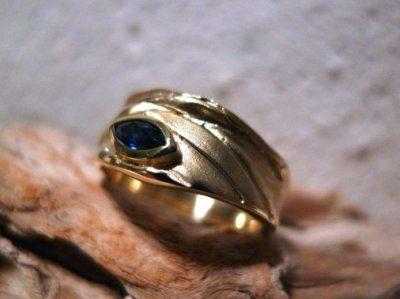 DL Ring Gelbgold blauer Saphir – Navette
