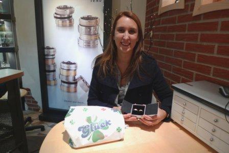 Katja D. mit ihren neuen Trauringen