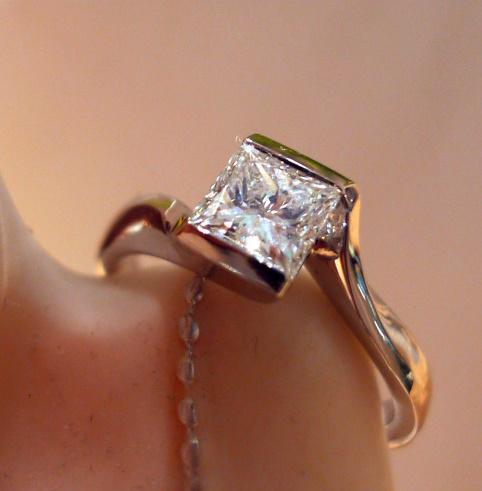 Weißgoldring mit Princess-Diamant 1,0 Karat...